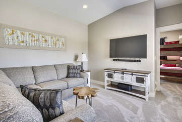 Large upper level entertainment area with 60
