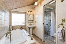 Master Bathroom with Whirpool Jacuzzi tub