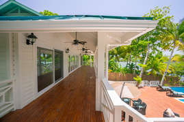 Large oceanside porch on 2nd floor