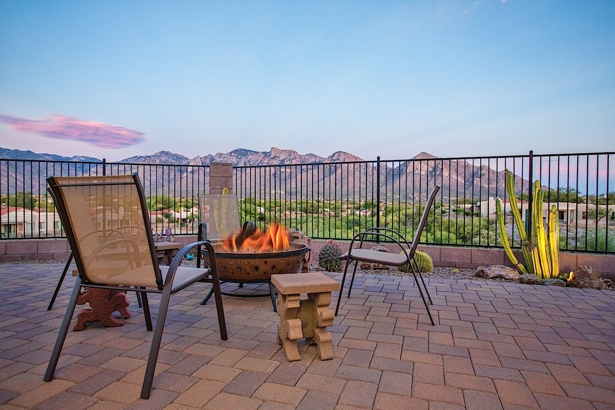 Take in the spectacular Catalina Mountains and Starry Skies by the gas fire pit!