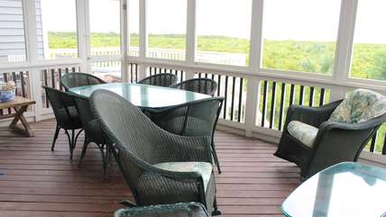 Enjoy dinner around the table for 6 while listen to the ocean's waves.