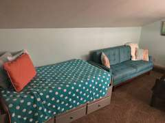 Bunk bed twin on the top/double on the bottom  Twin Bed  sleeps 4