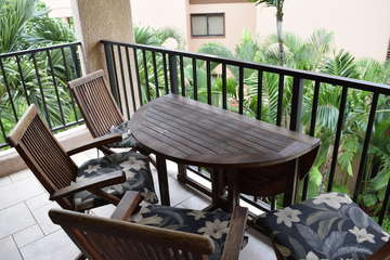 Lanai with seating for 4