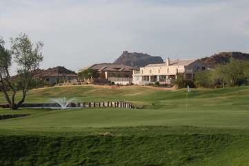 Premium golf courses with mountain and desert views are plentiful and nearby