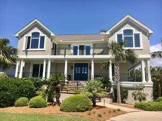 New landscaping and paint highlight this beautiful home!  Walk to boardwalk 6 for beach access.  Easy walk down Seabrook Island Road to the oceanfront pools and Pelican's Nest outdoor, oceanfront restaurant/bar.