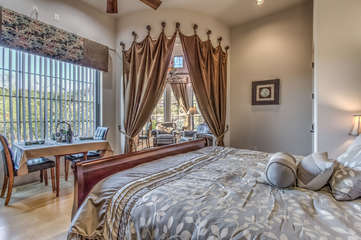 Lounge in king bed and enjoy the stellar mountain and desert views