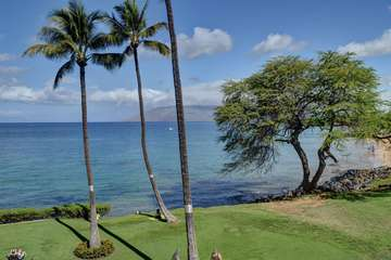 Kamaole I Beach park view from lanai