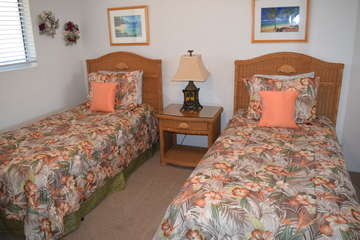 Guest bedroom with Twin beds and A/C