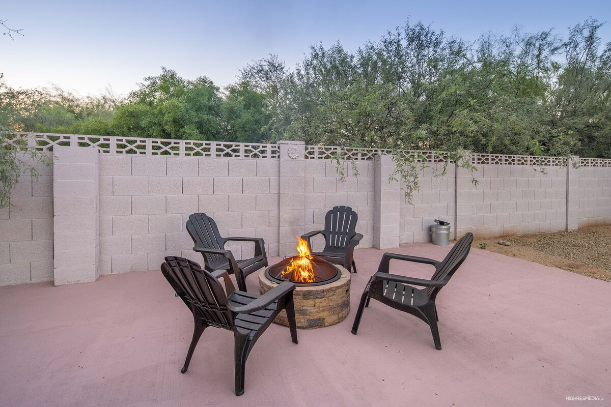 Outdoor Conversation Area w/ Firepit