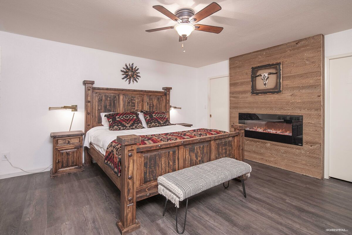 Master Bedroom - King Sized Bed - Beautiful Fireplace