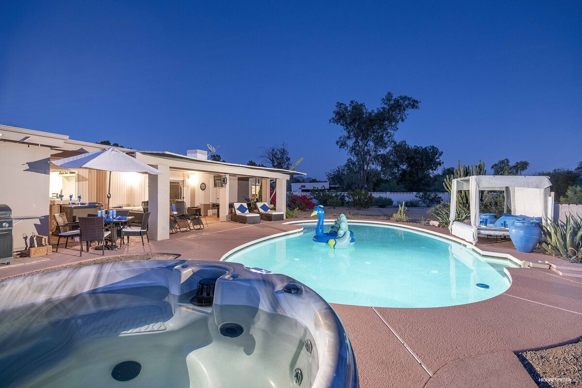 Beautiful Sparkling Pool & Spa ~  Private Cabana
