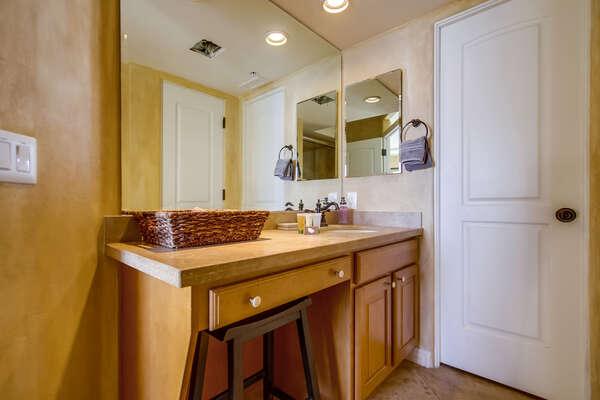 Jack n Jill  Bathroom tub/shower combo