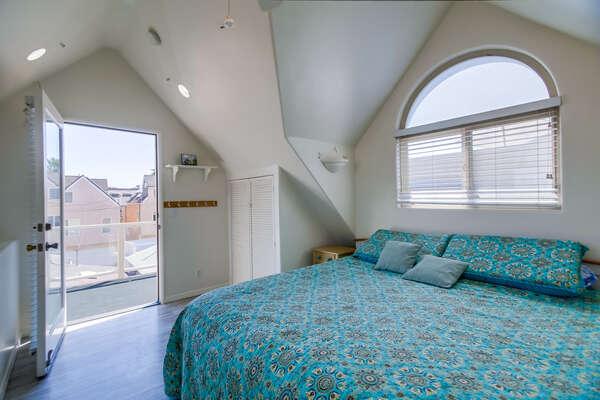 Master Bedroom - King Bed - 3rd Floor