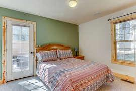 Queen Bedroom - Downstairs