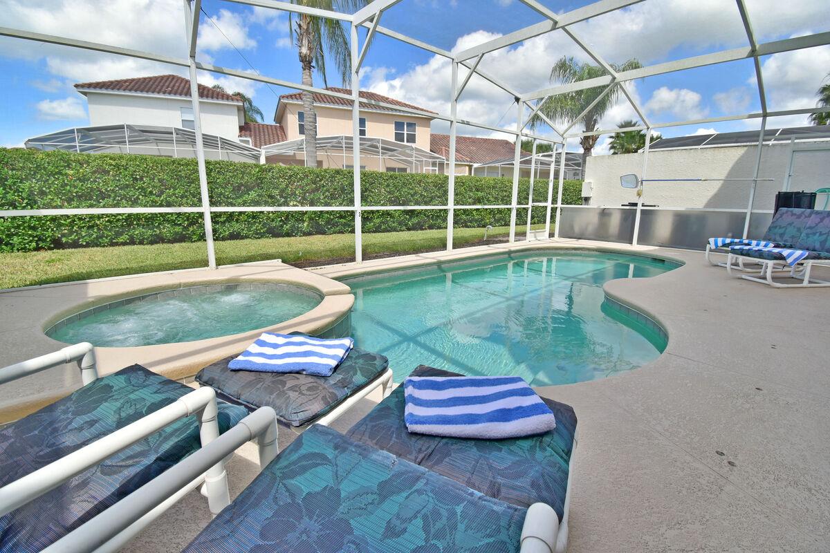 Beautiful pool and sunbathing deck