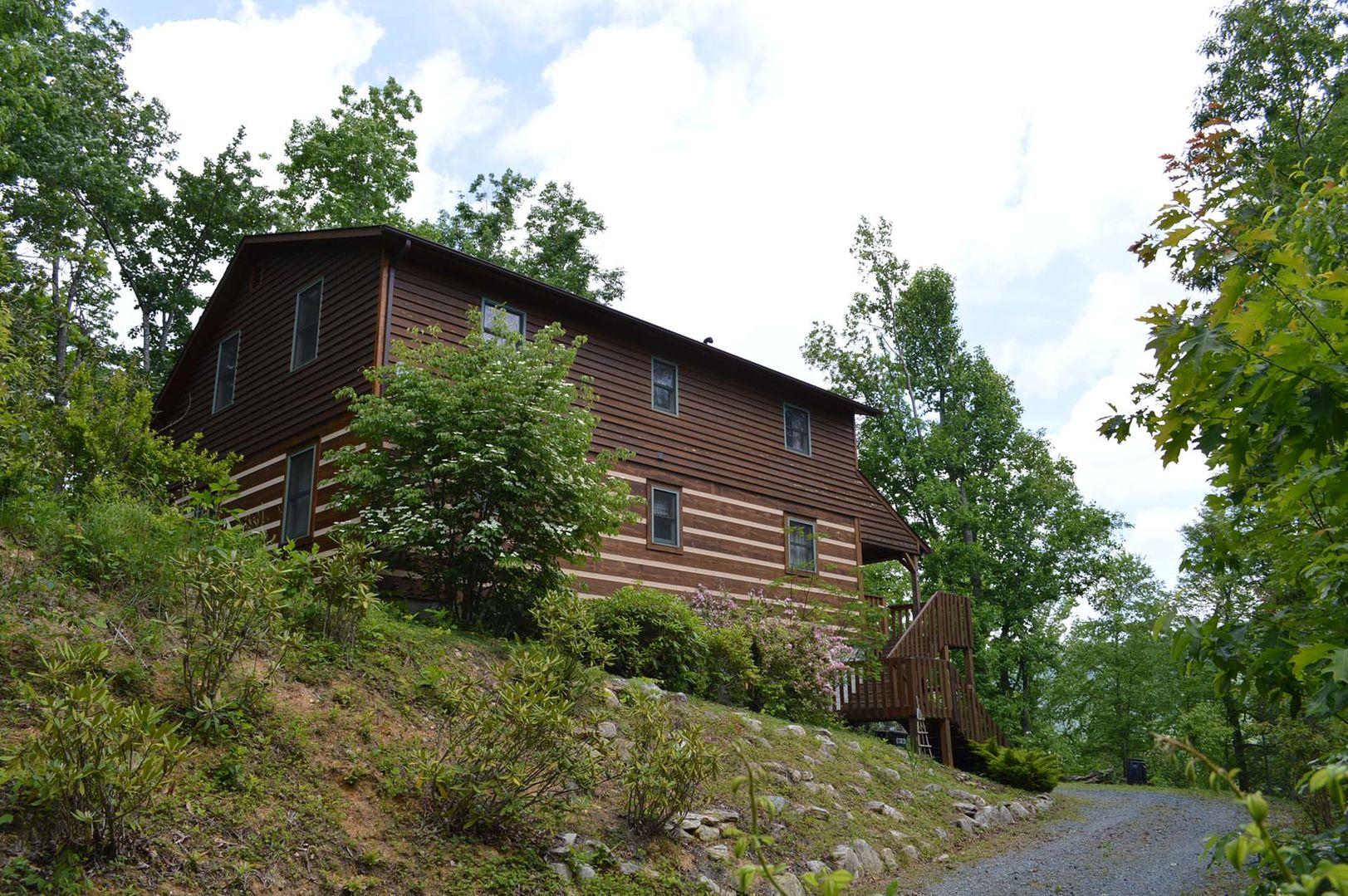 Driveway to Mountain Laurel Lodge