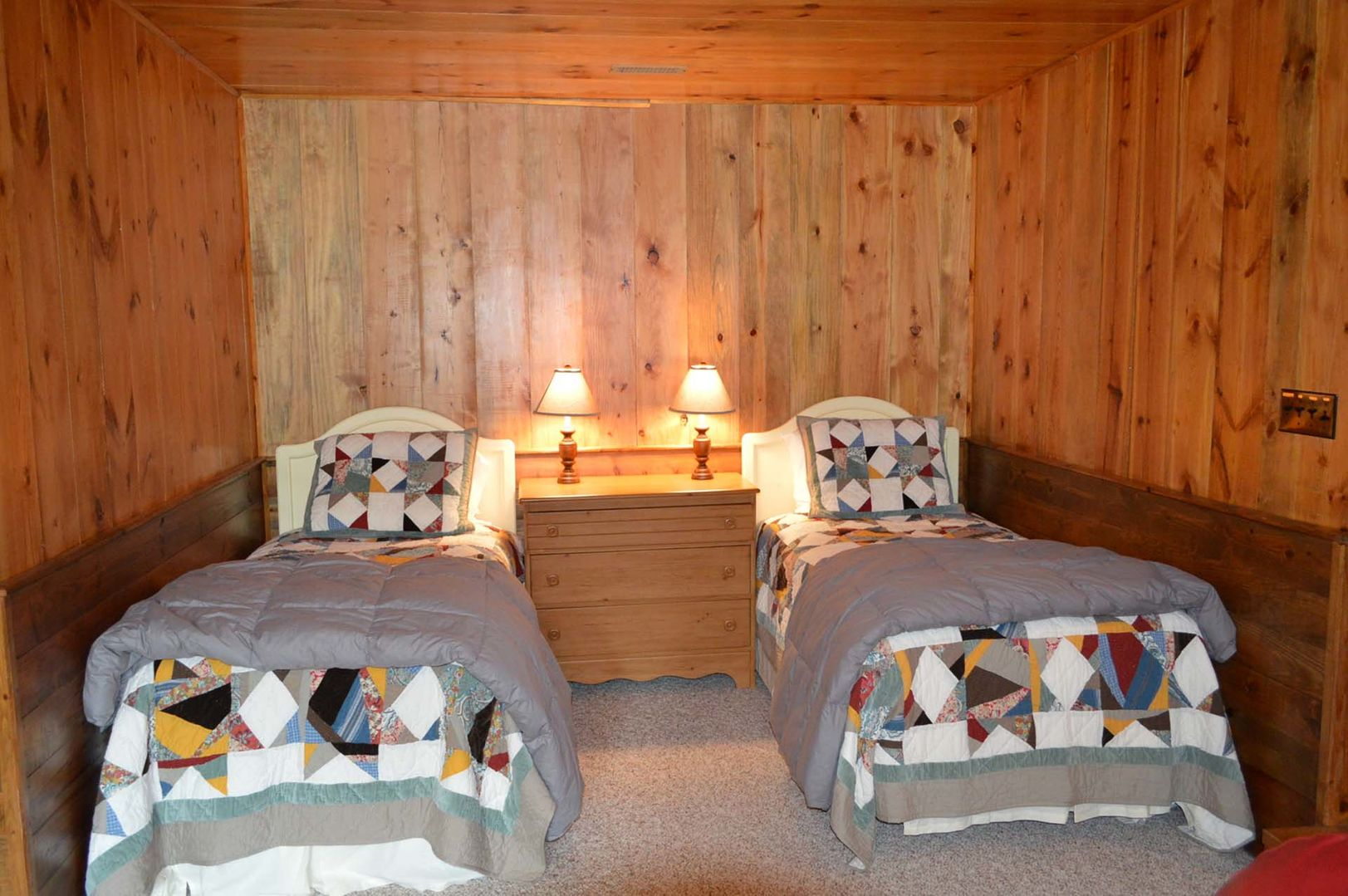 Sleeping nook with 2 twin beds