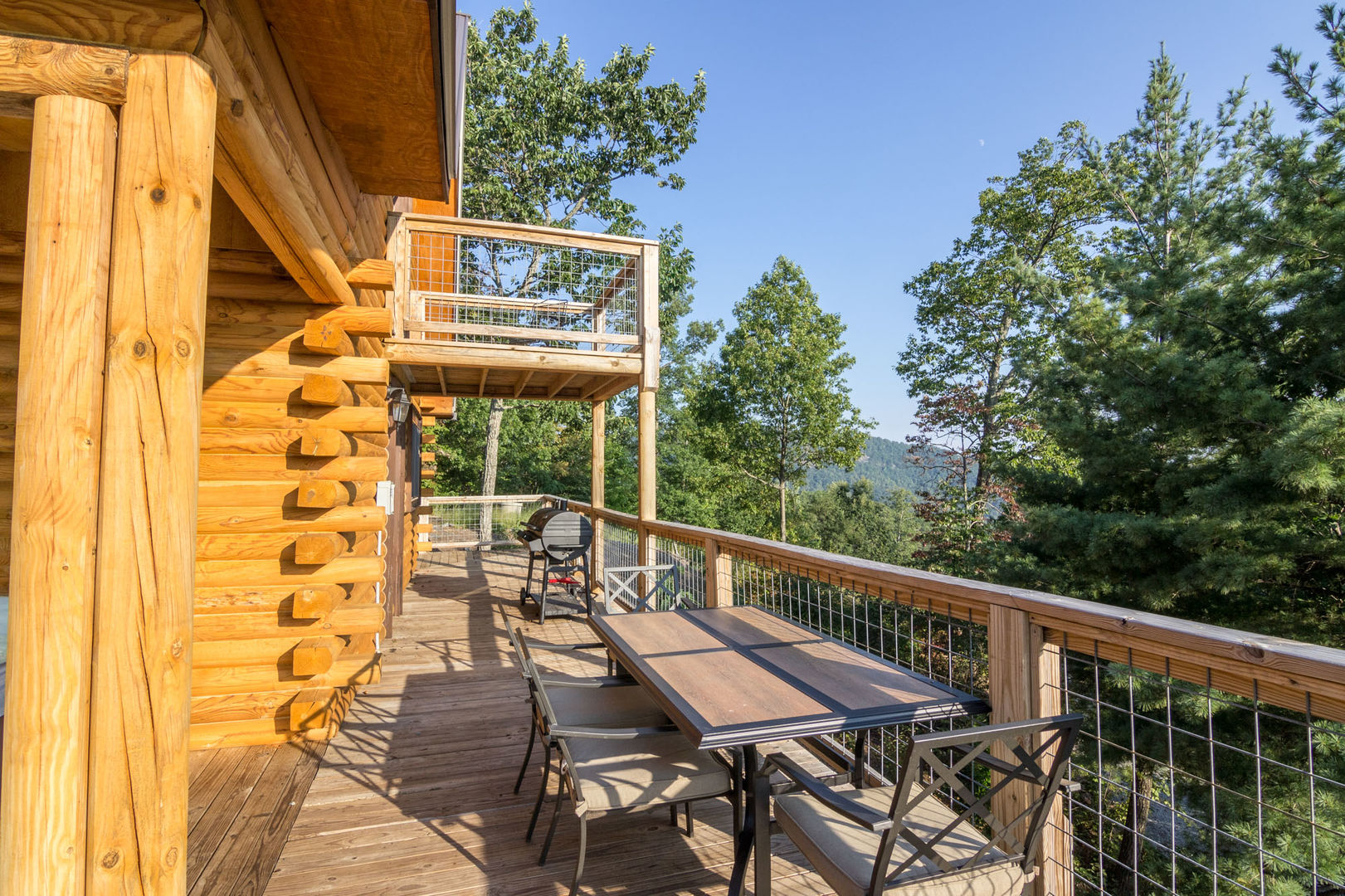 Outdoor deck with great views!