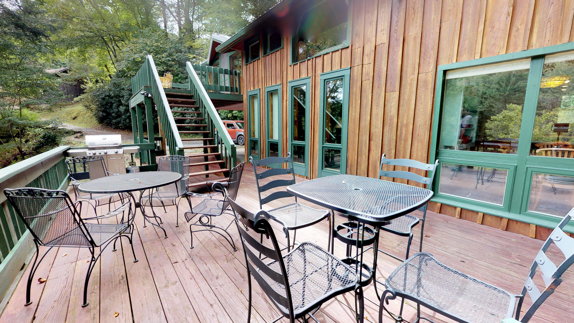 Lower deck with table and chairs