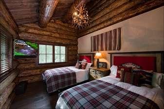 Bedroom 5 - 2 large Full beds plus Large 4K TV