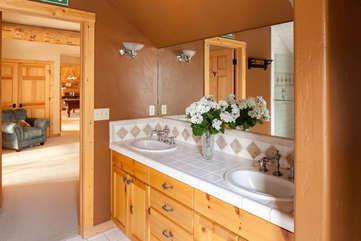 Guest Bathroom ensuite bathroom -Star View Lodge