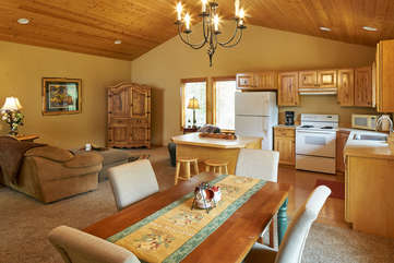 Guest Apartment Living, Dining and Kitchen -Star View Lodge
