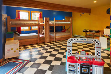 Play and Bunk Room, downstairs -Star View Lodge