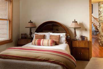 Guest Bedroom, main floor -Star View Lodge