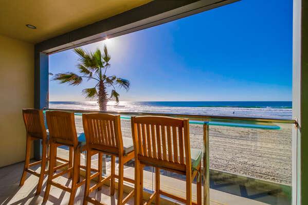 breakfast bar overlooking the boardwalk and the beach