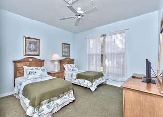 Twin Bedroom with Flat Screen TV, Fan! Perfect for Kids or Singles!