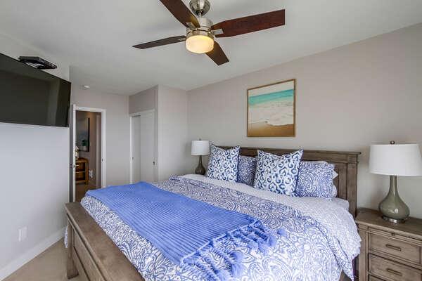 West bedroom, king bed, flat screen TV and ocean views!