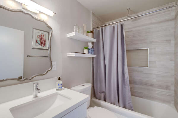 Bathroom with shower/tub combo