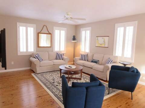Comfortable seating - 9 Wilfin Road South Yarmouth Cape Cod - New England Vacation Rentals