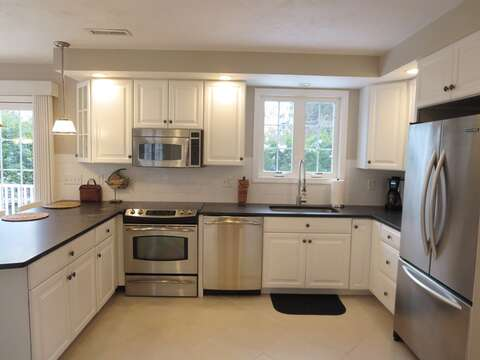 Fully equipped gourmet kitchen - 9 Wilfin Road South Yarmouth Cape Cod - New England Vacation Rentals
