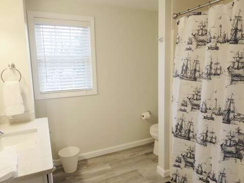 2nd floor full bathroom. Off of the hallway with a tub & shower - 9 Wilfin Road South Yarmouth Cape Cod - New England Vacation Rentals