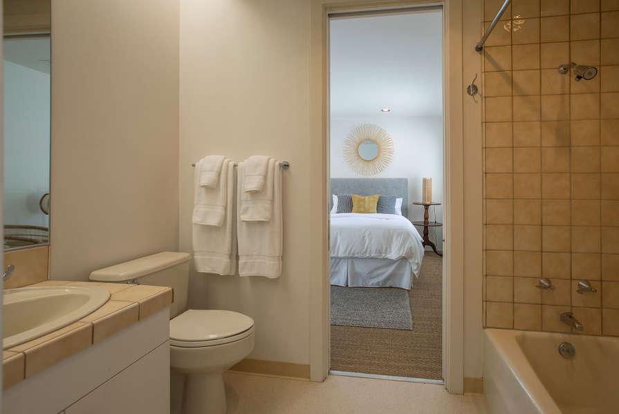 Family Suite jack n' jill Bathroom