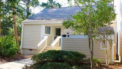 622 Wedgewood is a cute end unit villa that is bright and sunny and most of all comfortable for your stay.