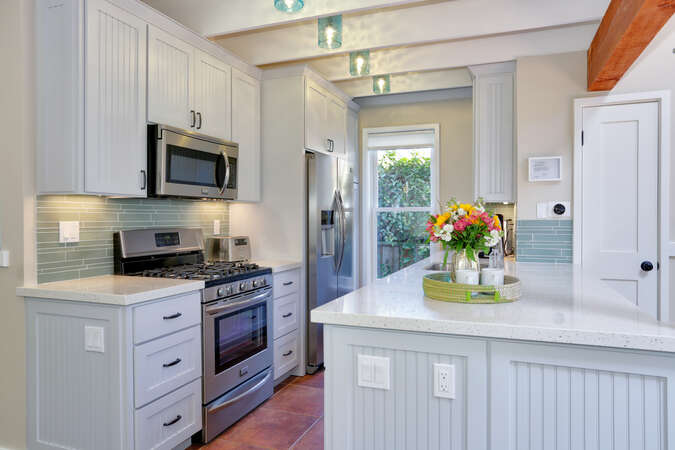 Fully remodeled kitchen - Bright and great for entertaining!