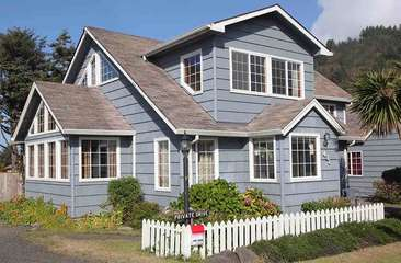 Landmark home in the heart of Yachats.
