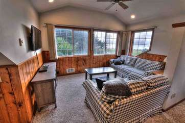 Comfortable furnishings and ocean views from both living rooms .