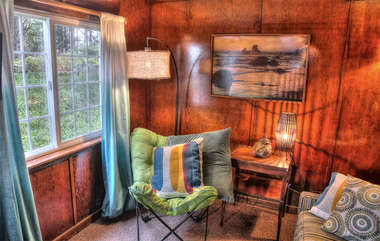 Sunlight, comfortable furnishings and style in the surfer's Shack
