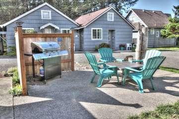Rock Park Cottage complex has a community grilling area to enjoy.