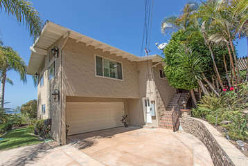 Beautiful home in The Del Mar Terrace neighborhood. Sorry, the garage is not available. Also, no street parking on Sunday eve or Monday due to the trash man coming.