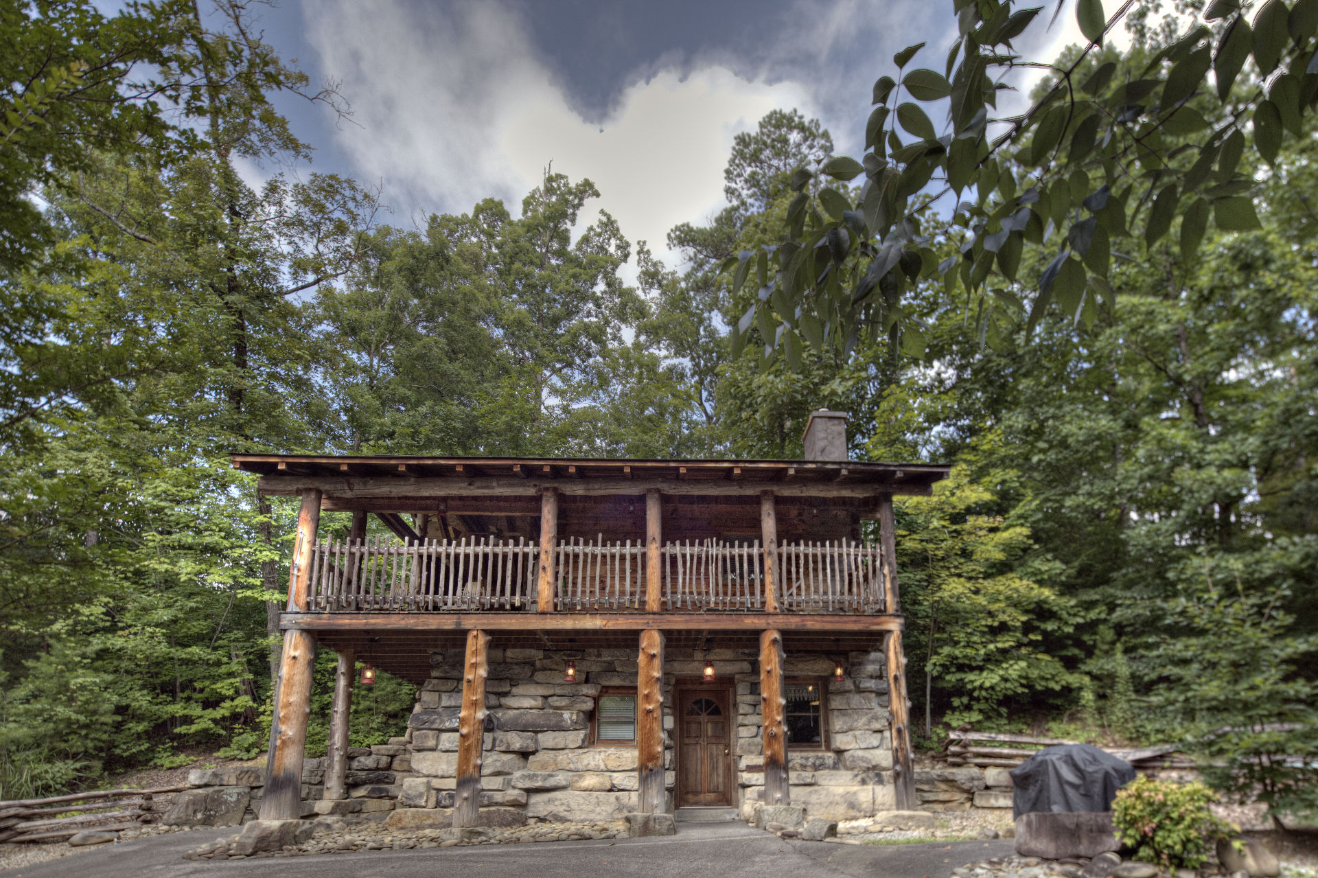 Pigeon Forge Cabins - Rachel's Tree House - 1 Bedroom