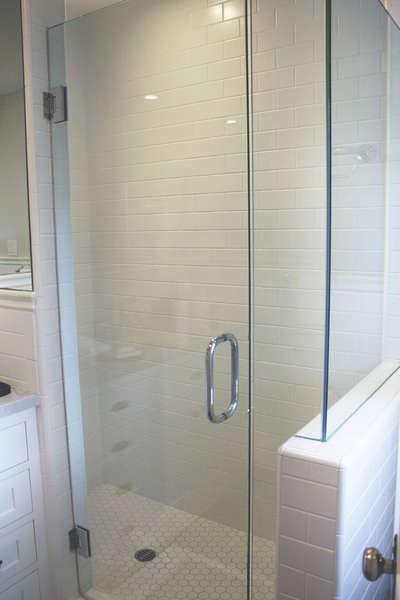 Master Bathroom w/walk-in shower