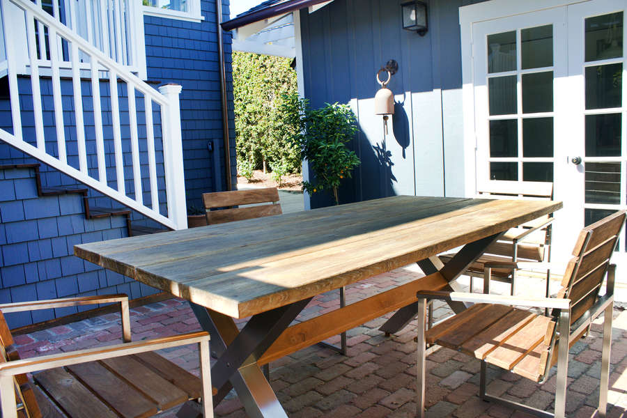 Outdoor dining area w/BBQ