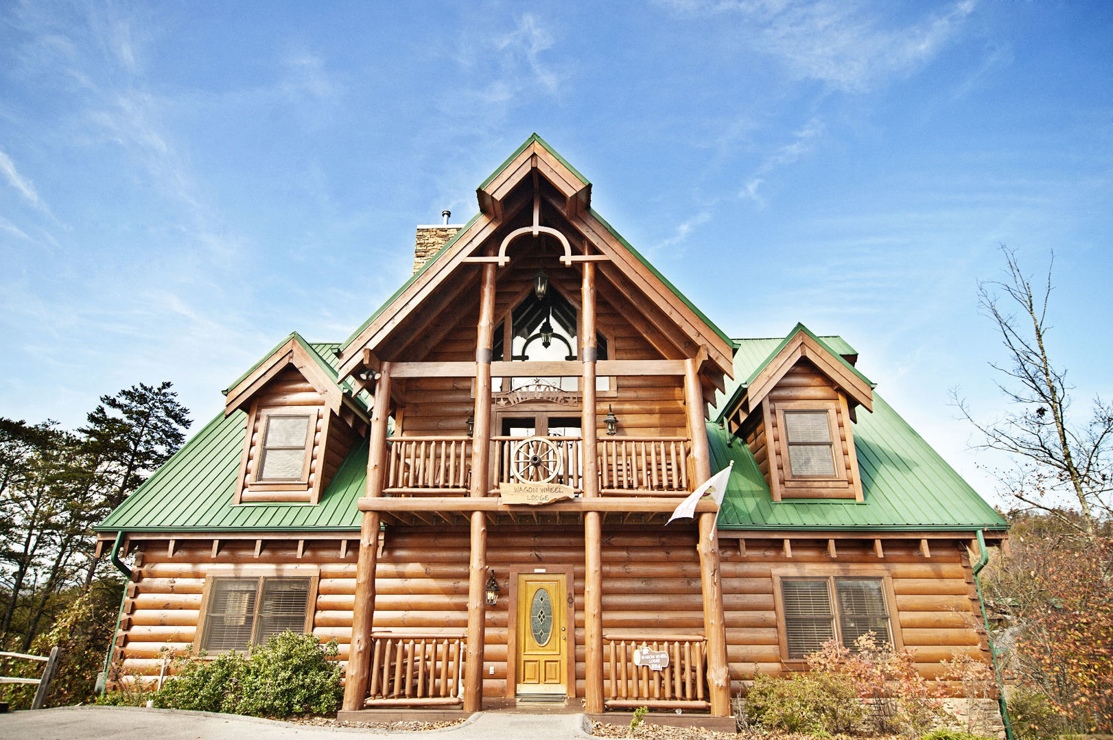 6 Reasons to Stay in Our Pigeon Forge Cabins for Your Spring