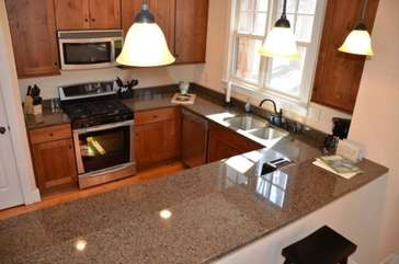Fully equipped kitchen with breakfast bar seating