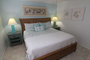 Comfy King Bed and fresh new linens!