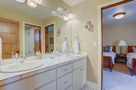 Jack and Jill bath between twin bedrooms